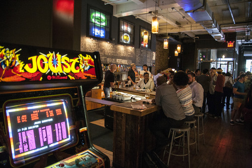 Donkey Kong nunca estuvo más ebrio: así son los bares arcade que triunfan en todo el mundo