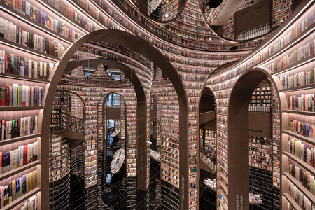 Dujiangyan Zhongshuge, la alucinante biblioteca china que refleja y proyecta su propia imagen