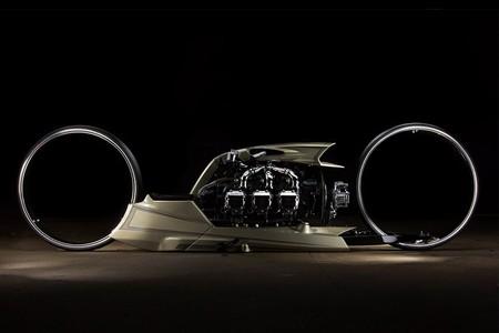 ¡Rozando lo absurdo! Esta moto de un expiloto de F1 tiene motor de avión, 300 CV y llantas enormes sin buje