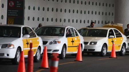 Los taxistas del aeropuerto de la Ciudad de México reciben multa por prácticas monopólicas ¿Uber se acerca?