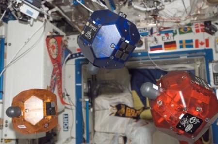 La Wifi de la ISS dará más libertad de movimiento a los robots que ayudan a los astronautas