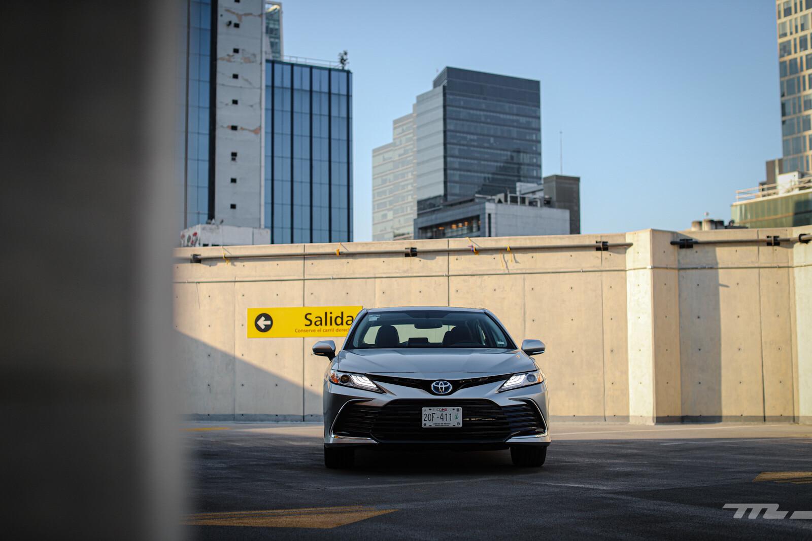 Foto de Toyota Camry Hybrid 2021 (7/38)