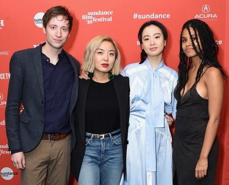 Cathy Yan (segunda por la derecha) con los protagonistas de Dead Pigs: David Rysdahl, Li Meng y Zazie Beetz