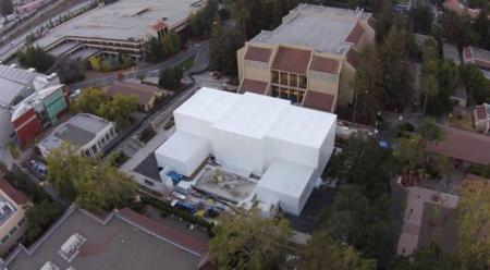 Supera en altura al propio Flint Center: el edificio misterioso de Apple, a vista de drone [Actualizado]