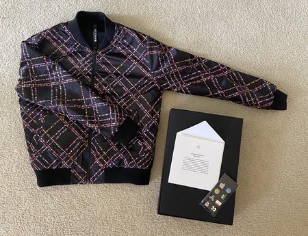 Así es la chaqueta y pines que Apple ha regalado a los ganadores del Swift Student Challenge en motivo de la WWDC