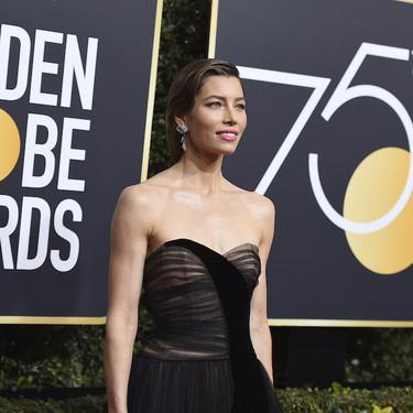 El glamour de los años 50 llega a los Globos de Oro 2018 con Jessica Biel