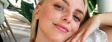 Sin salir a la calle la piel también se ensucia: 13 exfoliantes faciales suaves con los que limpiarla en profundidad