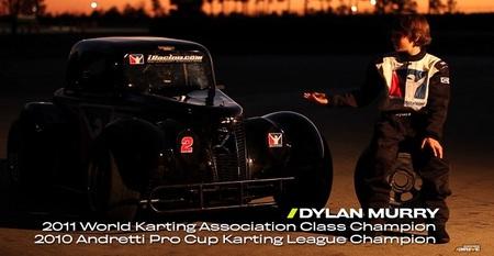 Mientras otros niños se divierten con videojuegos, éste pilota su propio Racing Legend