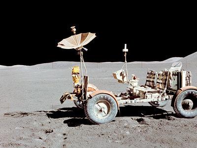 El Tesla Roadster no es el primer coche eléctrico enviado al espacio: del Rover Lunar al SEV