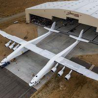 El avión más grande del planeta ya está aquí, pertenece a Paul Allen, cofundador de Microsoft, y es espectacular