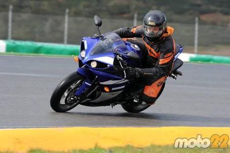 Toma de contacto: Yamaha YZF-R1 y BMW S1000RR