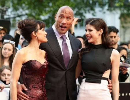 Carla Gugino, Dwayne Johnson y Alexandra Daddario en el estreno de San Andrés