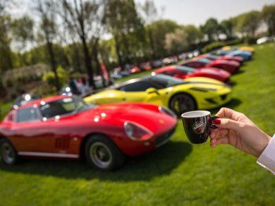 Un paseo en 46 fotos y un vídeo por los Cars & Coffee Italia