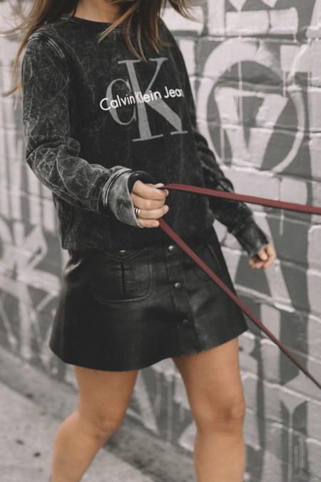 Como Combinar Falda Cuero Negra 02