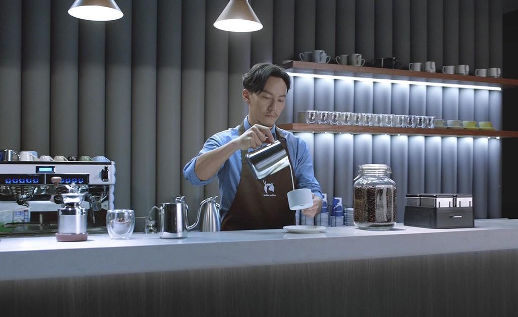 Luckin Coffee rivaliza con Starbucks, solo deja pagar con el móvil y es el último