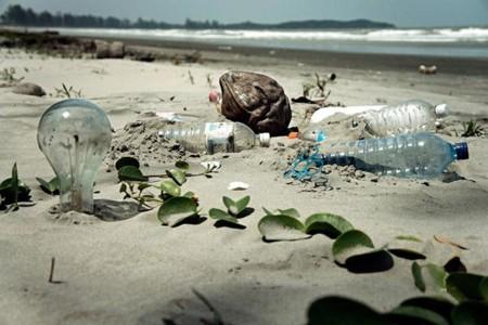 5,25 billones de trozos de plástico contaminan nuestros océanos