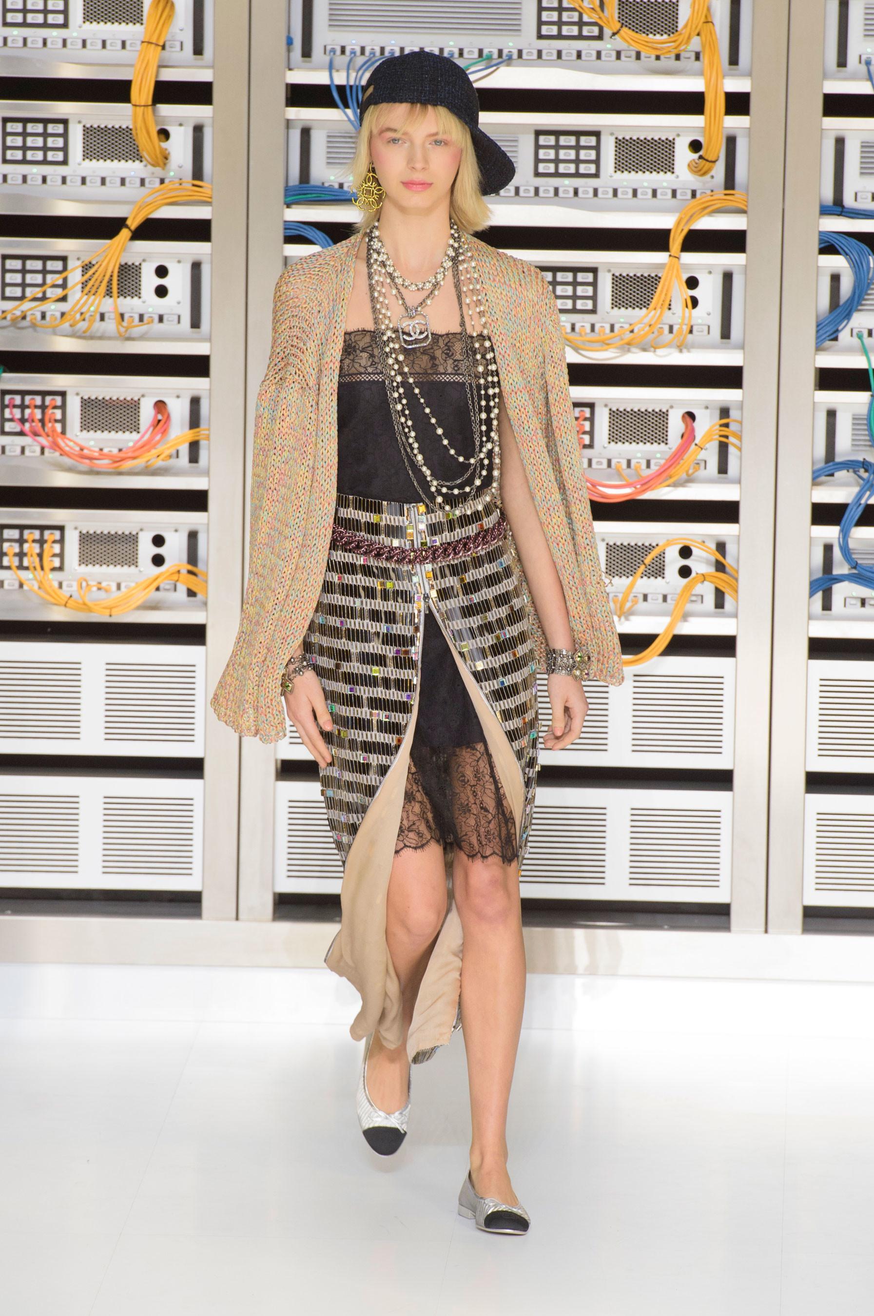 Foto de El regreso al futuro de Chanel en su colección Primavera-Verano 2017 (62/96)