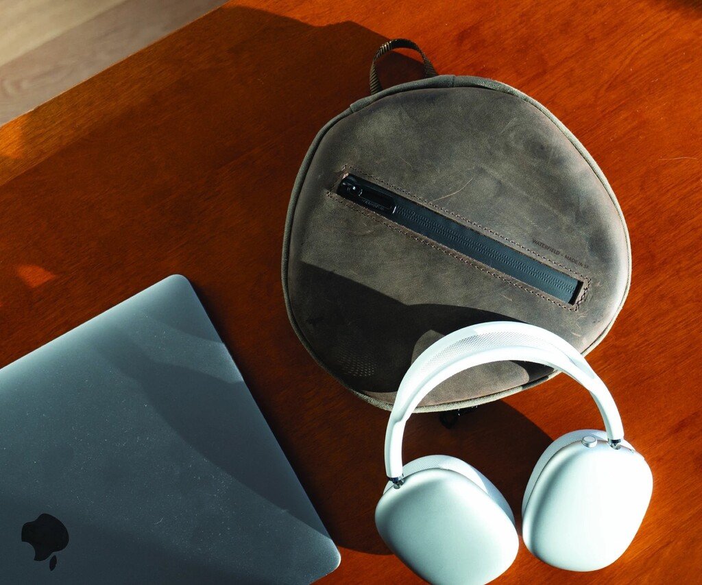 Los AirPods Max ya tienen una funda que protege los auriculares al completo