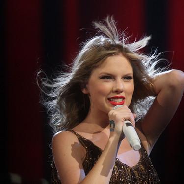 Taylor Swift sorprende con nuevo disco que se parece a… ¡la Taylor Swift que nos flipaba! Cómo echábamos de menos sus temazos