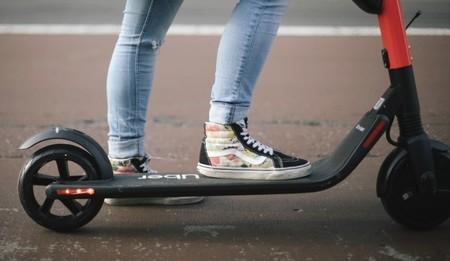 Primer accidente mortal con patinete eléctrico en Reino Unido: muere la youtuber Emily Hartridge