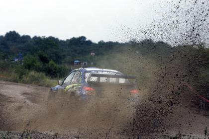 El Subaru de Solberg no aguanta el final del rally