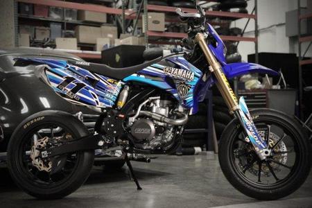 Roland Sands le dedica una Yamaha WR 450 a Ben Spies