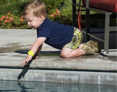Ten controlados a los pequeños nadadores de la casa con iSwimband