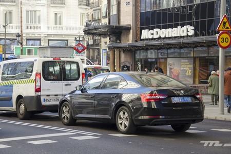 Así hemos vivido la huelga del taxi en Madrid desde el asiento de un Uber