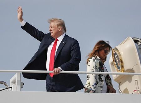 Melania Trump luce el abrigo de entretiempo ideal para la primavera