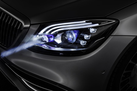 Digital Light Mercedes Benz 7
