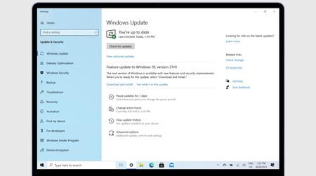 Microsoft está actualizando a Windows 10 21H1 los equipos compatibles, evitando fallos gracias al aprendizaje automático