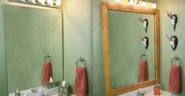 Una buena idea: enmarcar espejos para darle personalidad a una habitación