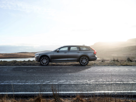 Así es el Volvo V90 Cross Country, el aventurero de la familia