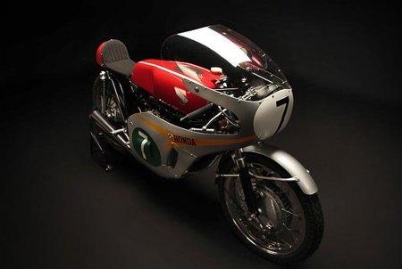 El despiece de una Honda RC 166