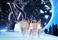 Los ángeles de Victoria's Secret descienden al desfile anual