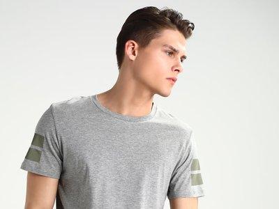¡Sólo 3,90 euros! eso cuesta esta camiseta Jack & Jones gris en Zalando con envío gratis incluido
