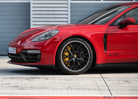 Porsche Panamera Gts 9