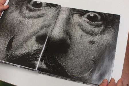 """Un libro titulado """"Españoles...Franco ha muerto"""", el Mes de la Fotografía, el Camino de Santiago y más: Galaxia Xataka Foto"""