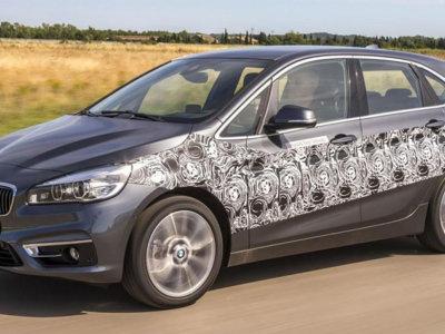 BMW va a hibridar el BMW Serie 2 Active Tourer y también le va a poner una toma de corriente