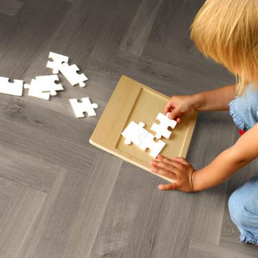 ¿Quieres saber cómo colocar un suelo vinílico? Sus ventajas, desventajas y las características que debes tener en cuenta antes de comprarlo
