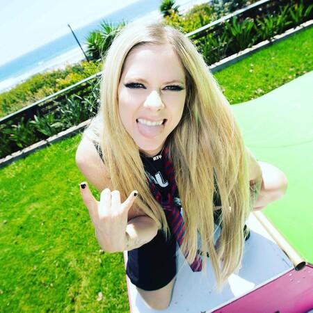 El revival Avril Lavigne es real: estrena TikTok con un lip sync de 'Skater Boy' y supera los diez millones de reproducciones en horas