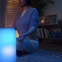 Lograr un estado mental óptimo en casa: ese es el objetivo de esta combinación de lámpara y altavoz con Alexa integrado