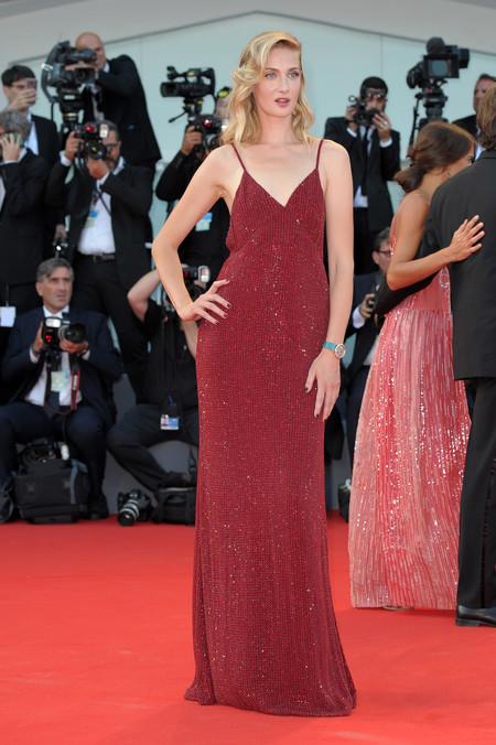 festival de cine de venecia celebrities look estilismo outfit eva riccobono