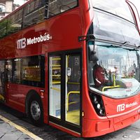 ¿Cómo son los camiones de doble piso que estrenará el transporte público de la CDMX?
