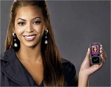 Beyoncé juega a ser fashionista