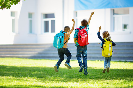 Mochilas demasiado pesadas: claves para proteger la espalda de los niños