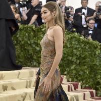 Gala MET 2018: Sí, Gigi Hadid ha ido caracterizada (aunque no lo parezca)