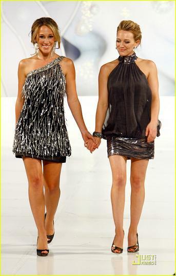 """Hilary Duff modelo por un día en el """"Runway for Life Celebrity Fashion Show"""""""