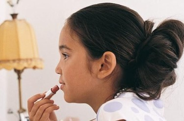 """""""Dejemos que las niñas y los niños disfruten de su infancia"""". Entrevista a la terapeuta Elena Mayorga"""