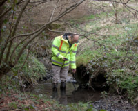 Para conocer si un río está contaminado nada mejor que un tampón y luz ultravioleta